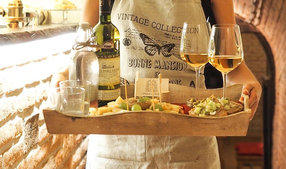 Direct Mail Strategies for Wine Club Marketing